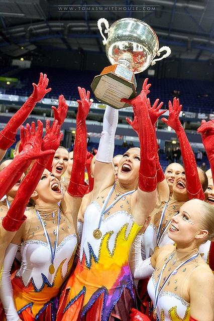 2011 World Synchronized Skating Champions - Finland Rockettes.. dream team<3