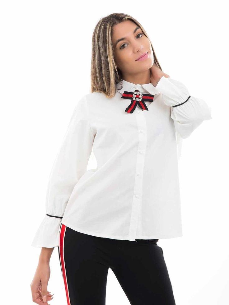 Camisa tecido manga comprida folhada nos punhos e alfinete laço no colarinho