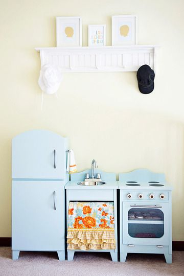 cute blue play kitchen: Kitchens Colors, Kitchens Design, Minis Kitchens, Blue Kitchens, Robins Eggs, Toys Kitchens, Plays Kitchens, Kitchens Sets, Kids Rooms