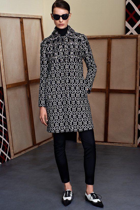 Показ межсезонной коллекции Gucci Pre-Fall 2015 стал продолжением темы семидесятых, которая стала лейтмотивом сезона весна-лето 2015. В новой коллекции она предложила смешать озорной девичий гардероб и хулиганистый