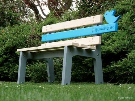 Public Bench Tweets to Make Open Spaces More Social (Video) : TreeHugger