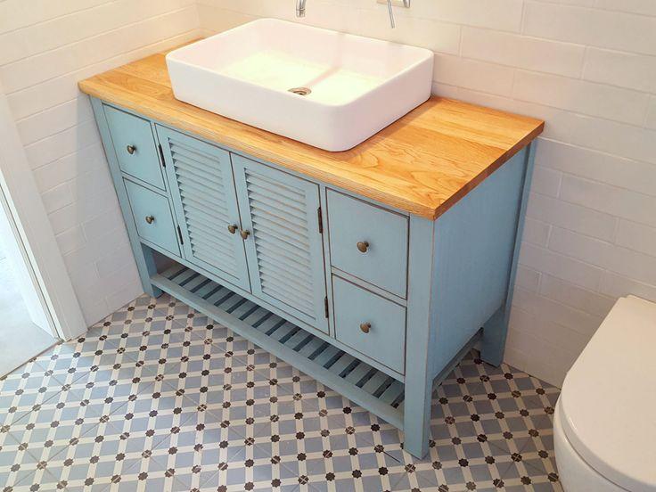 ארון אמבטיה כפרי תכלת ארון דגם מרסיי, רוחב 122, רצפה אריחי פורצלן PALAU CELESTE
