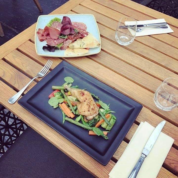 Felvágott kóstoló mini pizza kenyérrel és konfitált kacsamell párolt zöldségekkel Szeretettel várjuk kedves vendégeinket  #avalonristorante #napimenu #avalonpark #sun #spring