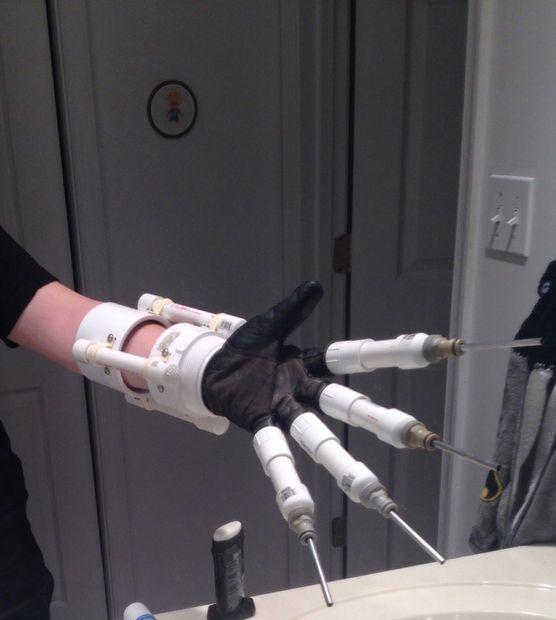 Batman Arkham Asylum Scarecrow Medo Luva Injector por the_cut_smile_killer tutorial