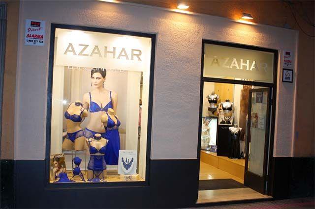 Azahar Lencería es una tienda de ropa íntima que trabaja con las mejores firmas exclusivas de lencería, corsetería y baño. Contamos con dos establecimientos en la ciudad de Cádiz, donde recibirán un trato profesional y personalizado.