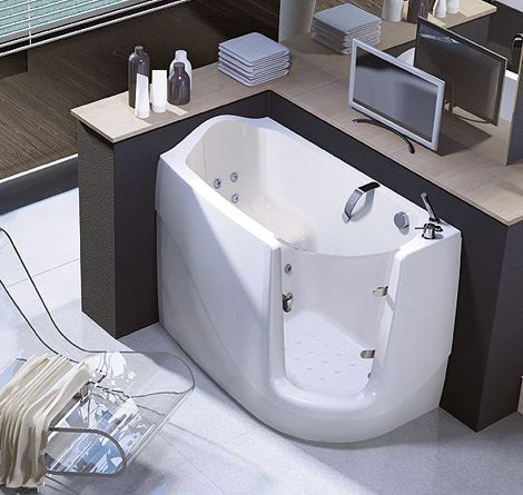 Compact and comfortable is not an easy combination to come by, and that's precisely why we love these walk-in sit-down tubs by Treesse. They add a touch of contemporary...