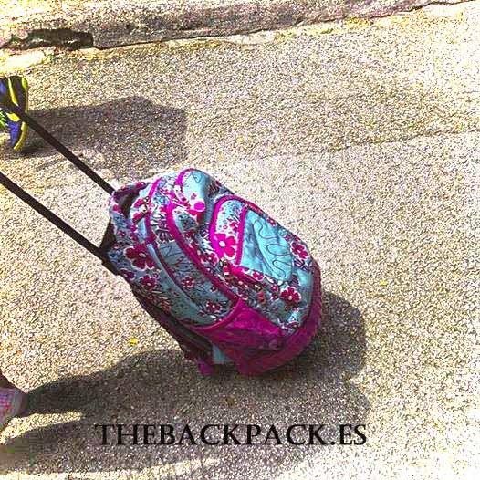 No lo dejes para septiembre que luego se agotan #soldout #mochila #backpack . Los colores más chulos siempre se agotan con crisis o sin ella , por eso te sugerimos acércate, mírala #totto y llévatela al mejor precio en #thebackpack #bolsosazkona & #outletgacela... Tu #lowcost #buylowcost y disfruta #nosvemosenlastiendas