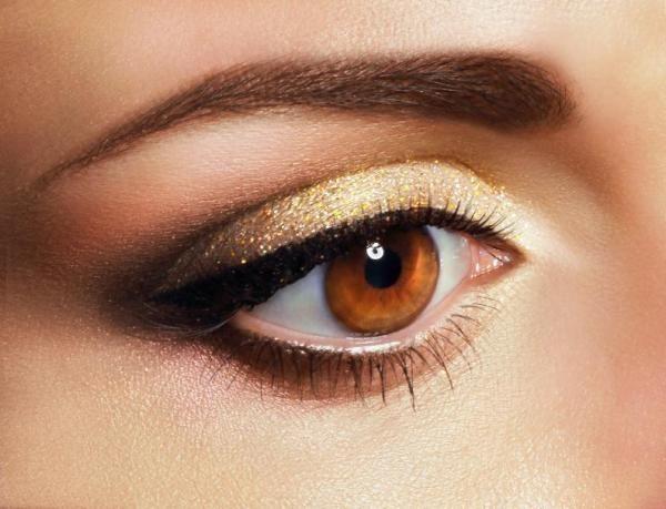 Dependendo da cor dos seus olhos, alguns tons ficarão melhores que outros. Vem ver as nossas dicas :) #maquiagem #makeup