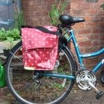 diy bike panniers, i really need to do this--or you could create this Christina for your biking enthusiastic friends!