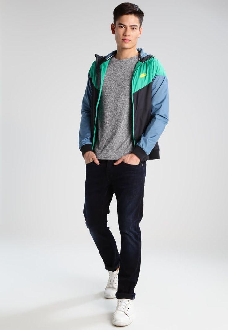 ¡Consigue este tipo de chaqueta básica de Nike Sportswear ahora! Haz clic para ver los detalles. Envíos gratis a toda España. Nike Sportswear WINDRUNNER Cortaviento black/stadium green/electrolime: Nike Sportswear WINDRUNNER Cortaviento black/stadium green/electrolime Ofertas   | Material exterior: 100% poliéster | Ofertas ¡Haz tu pedido   y disfruta de gastos de enví-o gratuitos! (chaqueta básica, basic, basico, basica, básico, basicos, casual, clasica, clasicas, clásicas, clásica...