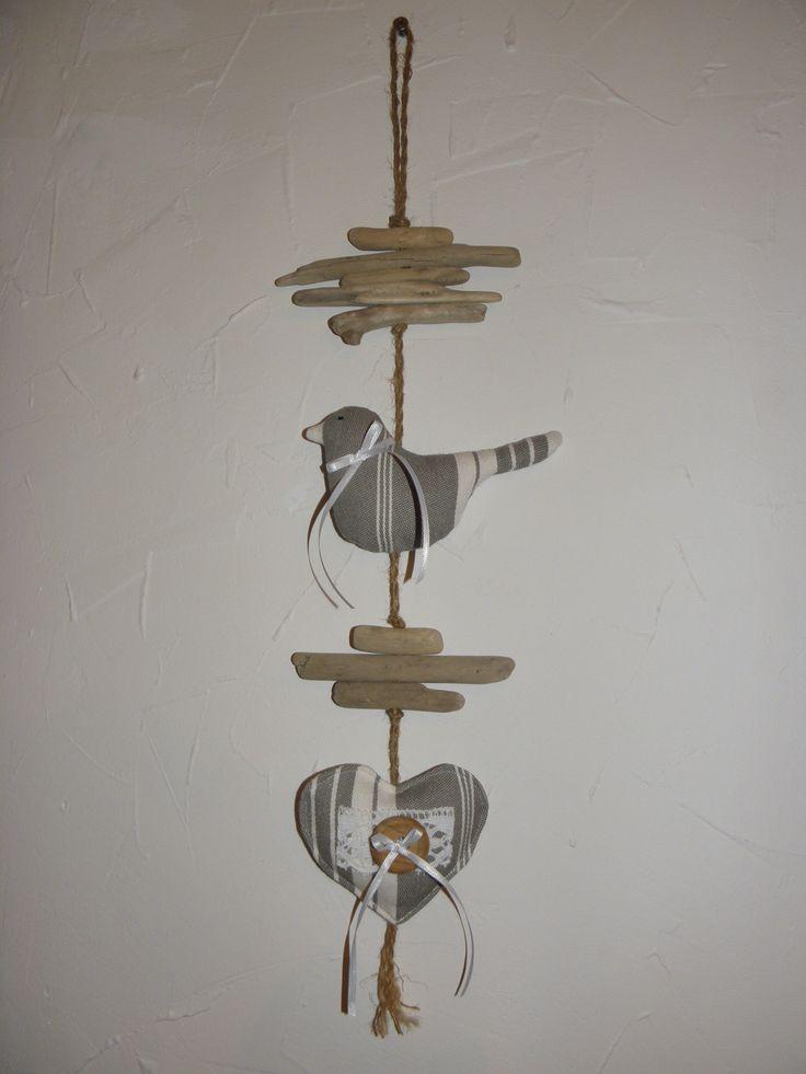 Décoration, bois flotté, oiseau et coeur en toile à matelas blanche et grise