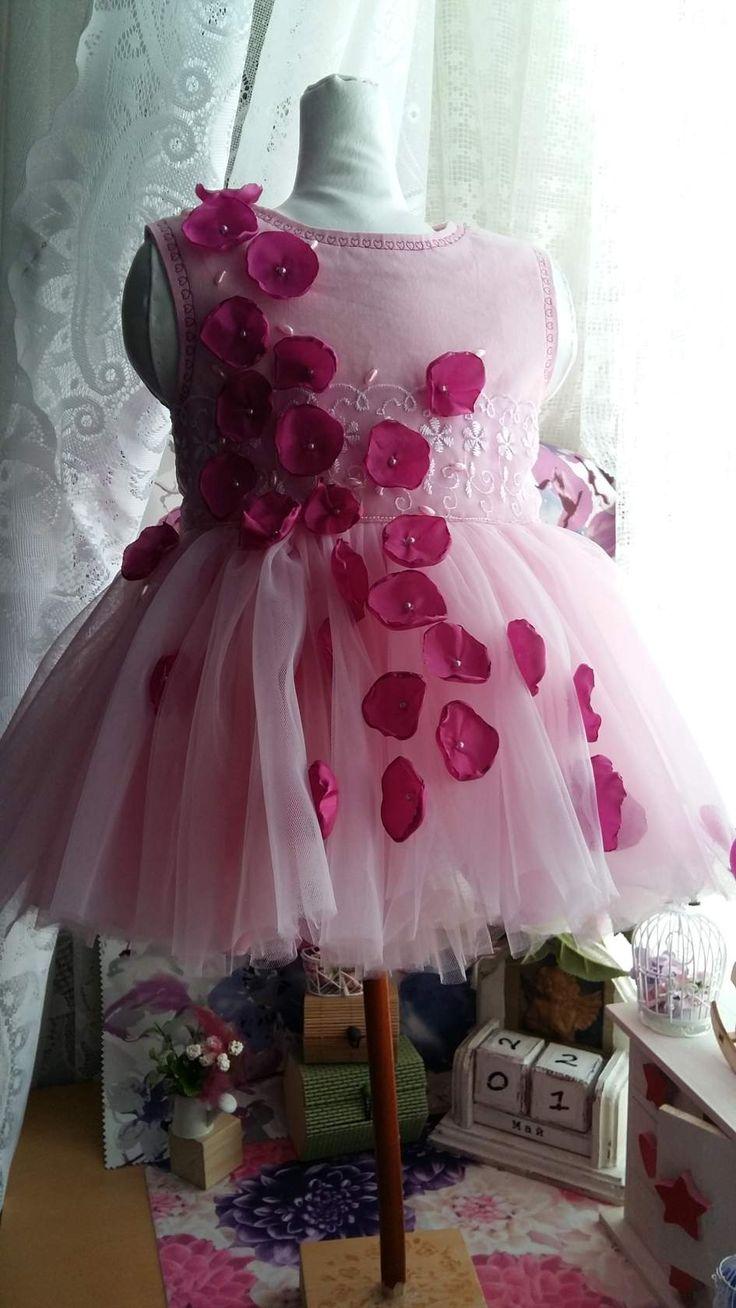Платье размер: рост 80 см. Объем 52 см. длина юбки платья 25 см.