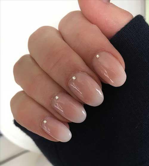 Einzigartige mittlere und kurze Nägel für stilvolle Damen