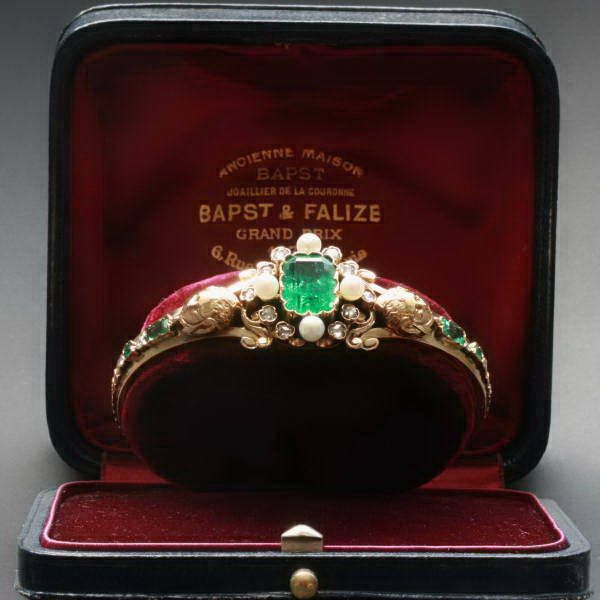 Victorian emerald and pearl bangle bracelet. Includes 14 rose cut diamonds. c.1870... Want!