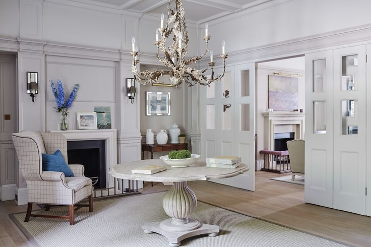 Sims Hilditch | Entrance Inspiration. Interior design. Centre table Ideas. #interiordesign #homedecor #entrance Read more: https://www.brabbu.com/en/inspiration-and-ideas/