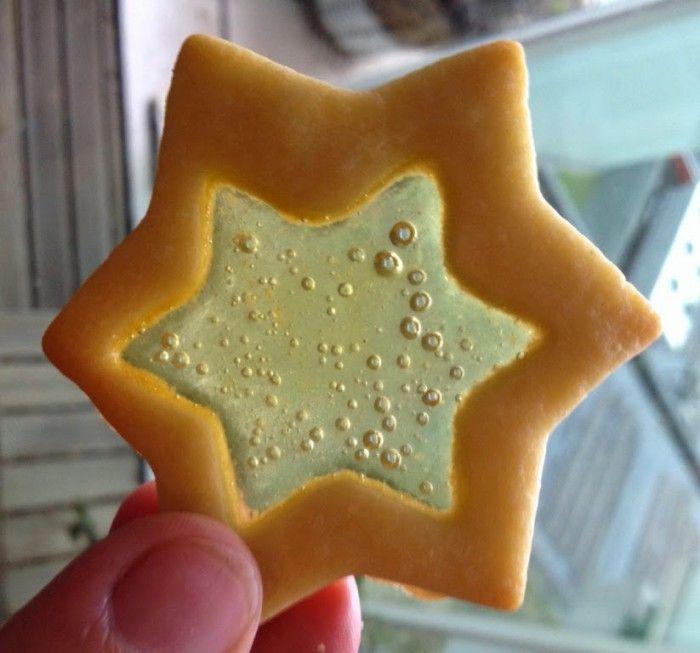 Glas in lood koekjes. maak ze nu vast voor straks in de boom of om cadeau te doen! Klik op 'naar de bron' rechtsboven voor het recept.