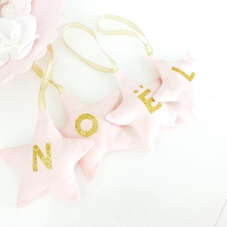 Lot 4 étoiles à suspendre inscription Noël,rose et doré, décoration intérieur : Accessoires de maison par miss-so-chic
