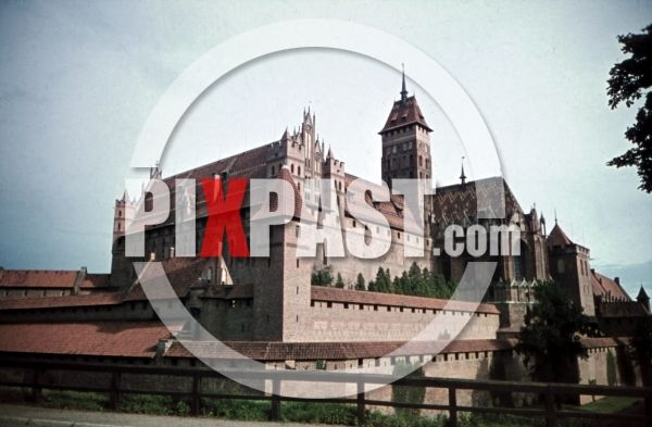 WW2 color photo slide agfacolor filmosto farbdia dias Malbork Marienburg Poland 1941 castle tower wall Description: castle of Marienburg, Poland 1941 by Franz Krieger