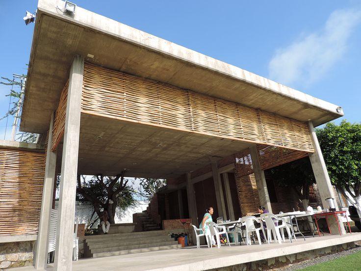 Galería - Guadalajara, México: un edificio comunitario de muros de bahareque y celosía de carrizo - 31