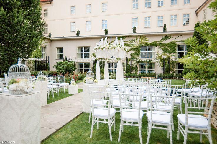 White wedding at Mandarine Oriental Prague