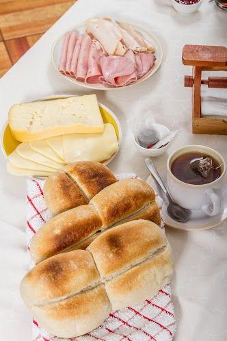 Para una hora del té exquisita, una marraqueta calentita con mantequilla y queso. ¡Delicioso!