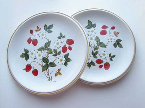 Sheffield Strawberries N Cream Dinner Plates. I need a few more of these!