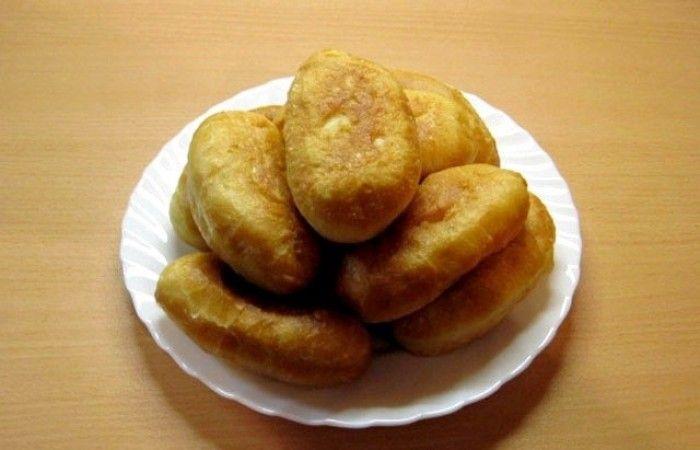 Жареные пирожки с картошкой http://mirpovara.ru/recept/3109-jarenye-pirojki-s-kartoshkoj.html  Жареные пирожки с картошкой - отличное блюдо из дрожжевого теста. Конечно, оно требует достаточно си...  Ингредиенты:  Для теста  • Дрожжи сухие быстродействующие - 10г. • Сахар - 1ст. л. • Вода теплая - 500мл. • Масло растительное - 4ст. л. • Мука - 1кг. • Соль - 1ч. л.  Для начинки  • Картофель - 800г. • Лук репчатый - 1шт. • Масло растительное - для жарки • Паприка - по вкусу • Соль - по вкусу •…