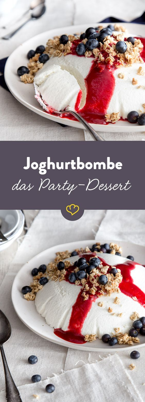 So fluffig, so cremig, so locker, so leicht: die klassische Joghurtbombe mit fruchtigen Beeren und knusprigem Granola ist das Dessert für die nächste Party.