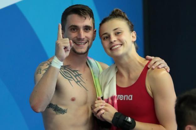 Laura Marino et Matthieu Rosset ont été sacrés mardi champions du monde de plongeon par équipe, à Budapest..
