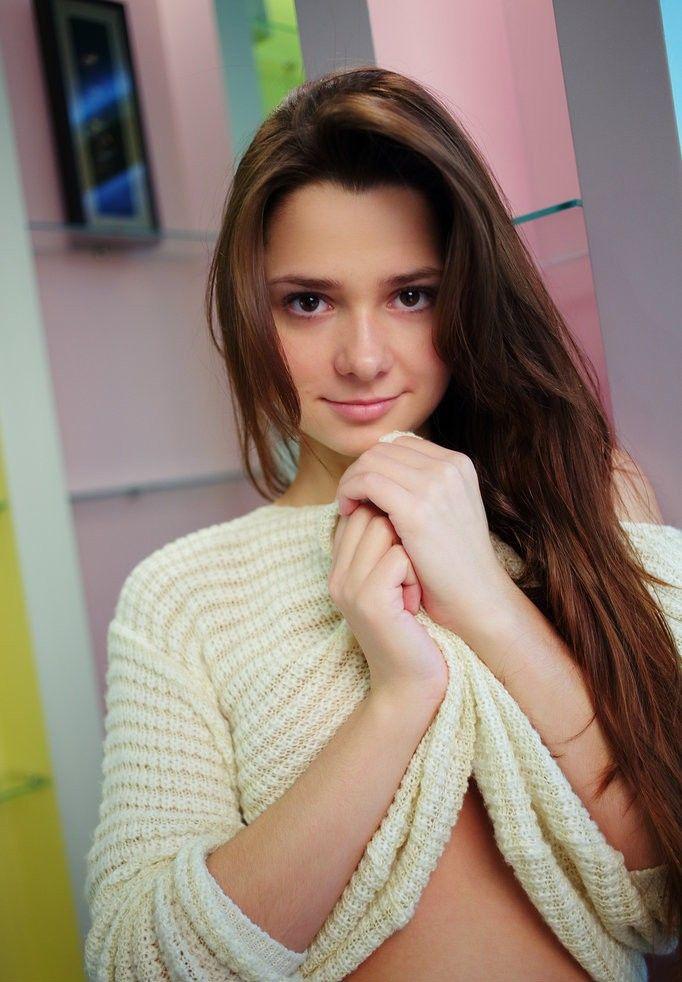 girls teen Pretty brunette young