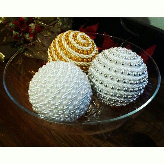Bola de natal em p rola e cord o nas cores branca dourada - Bolas de pin pon ...