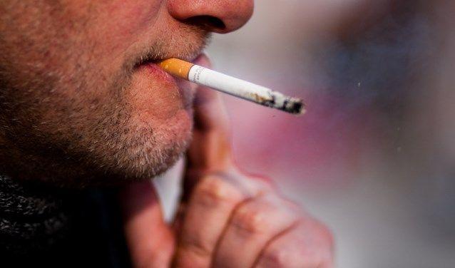 WEESP - 23 procent van de Weespers rookt. Dat is relatief hoog afgezet tegen de rest van de regio. Alleen in centrum Hilversum wordt er meer gerookt. Dat blijkt uit cijfers van hetRIVM.