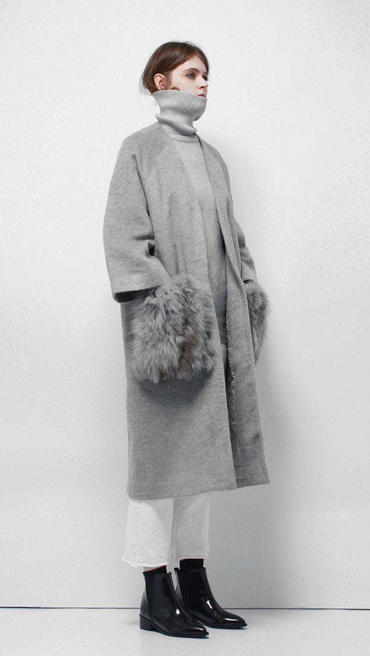 Shawl collar and open-style coat in Grey. This throw-on coat comes in a cosy silhouette, detailed with an oversized collarless and detachable enlarged patch fox fur pockets at hips. Rommy, relaxed fit