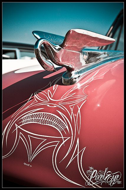 I can't get over how much i love pinstriping. Just one of those things I really wish I could do