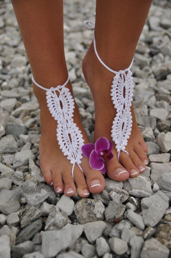 Spiaggia nozze bianco uncinetto nozze a piedi nudi di barmine