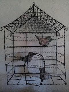 Systerpyssel: Fågelbur eller hus?