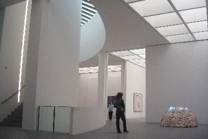 Museen in München: Pinakothek der Moderne Innen