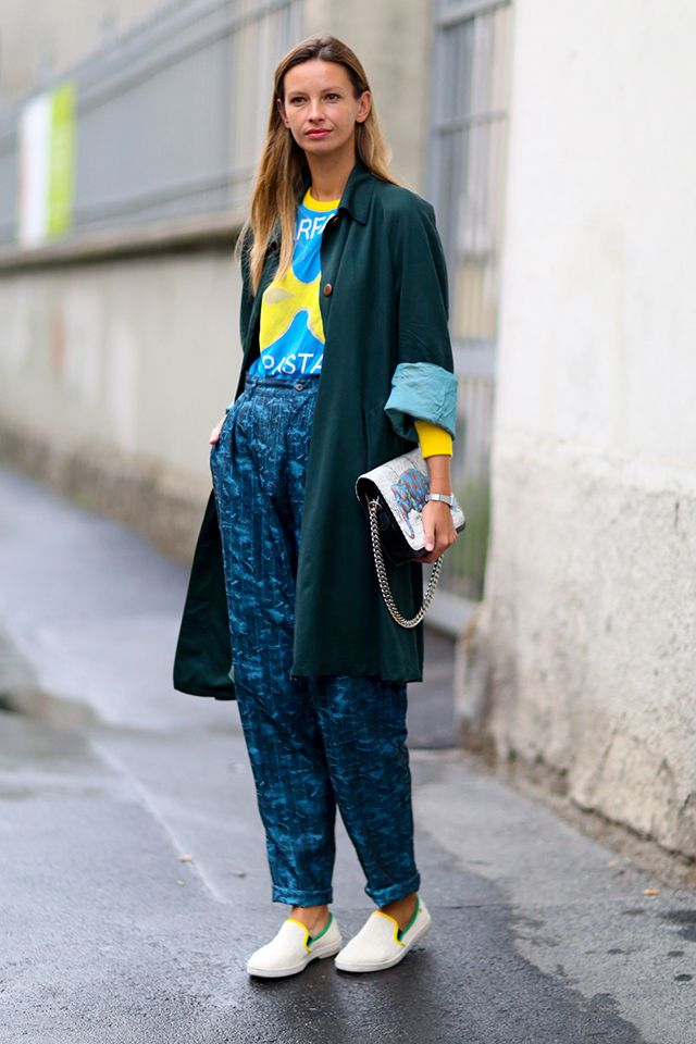 just the right amount of slouch. #ClaraRasz in Milan.