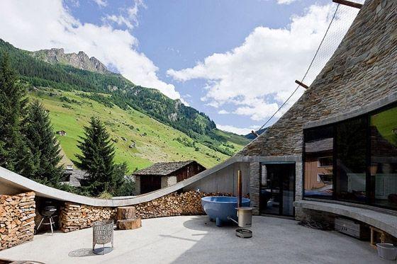 Christian Muller - Swedish Architect -  cool underground home...very minimalist.
