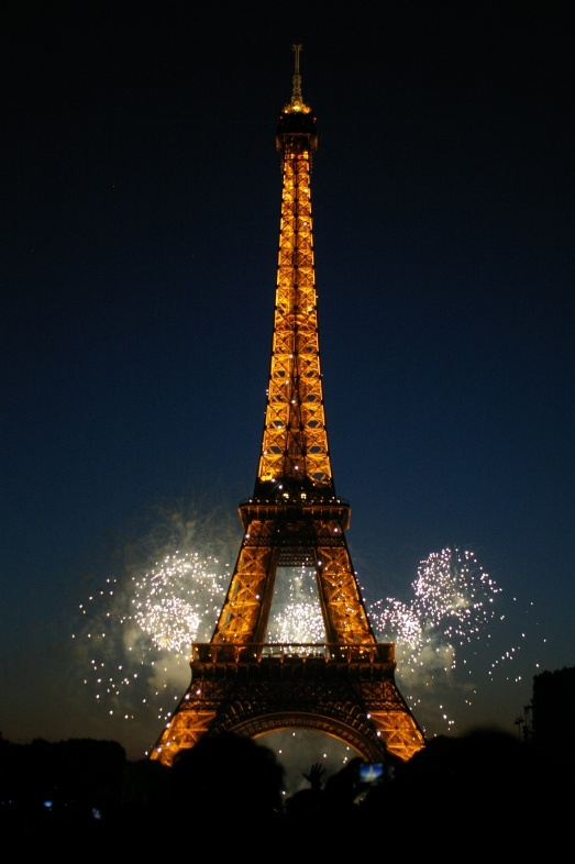 bastille day eiffel tower fireworks 2015