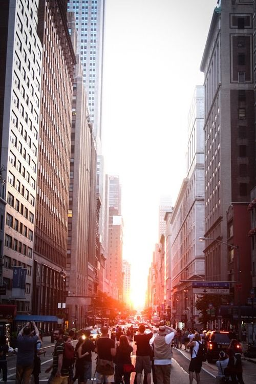 Twice a year, the sunset aligns perfectly with the east-west grid of New York City, and the golden rays shoot down the streets. This beautiful phenomenon has been nicknamed Manhattanhenge. P.s: it's happening on July 12 and 13 at around 8:20pm! // def wanna go see this one day