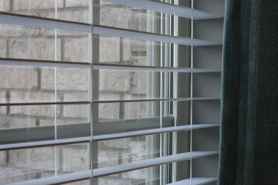 How to Spring Clean Blinds – When is the last time you have cleaned your blinds? This chore can often be neglected, but here are some tips to help. #spring #cleaning #blinds