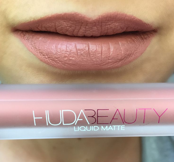 huda-beauty-hudabeauty-avis-test-sephora-france-liquid-matte-lipstick-rouge-a-levres-liquide-mat-lip-contour-swatches-porte-couleurs-bombshell-trophy-wife-famous-venus-heartbreaker-cheerleader-f