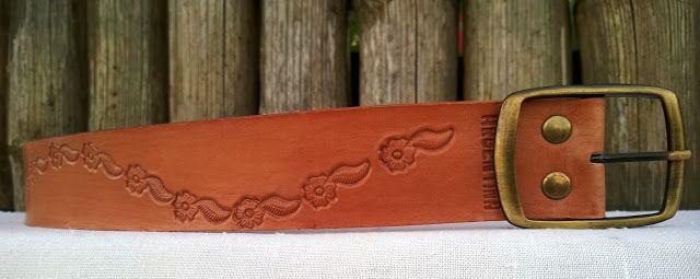 Cintos al natural cincelados 4 cm. de ancho. Vaqueta 4 mm. de espesor.