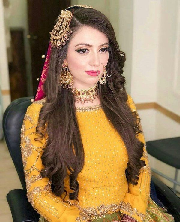 Pakistani Wedding Hairstyle Mehndi In 2020 Pakistani Bridal Hairstyles Wedding Party Hairstyles Pakistani Wedding Hairstyles