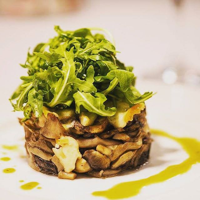 #Tasty variety of #mushrooms , #baked with smoked #Gruyère #cheese and accompanied with fresh #rocketleaves . Always served with pure #oliveoil !