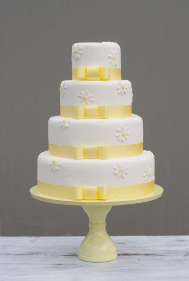 Wedding Cake with daisies from B Cake Studio
