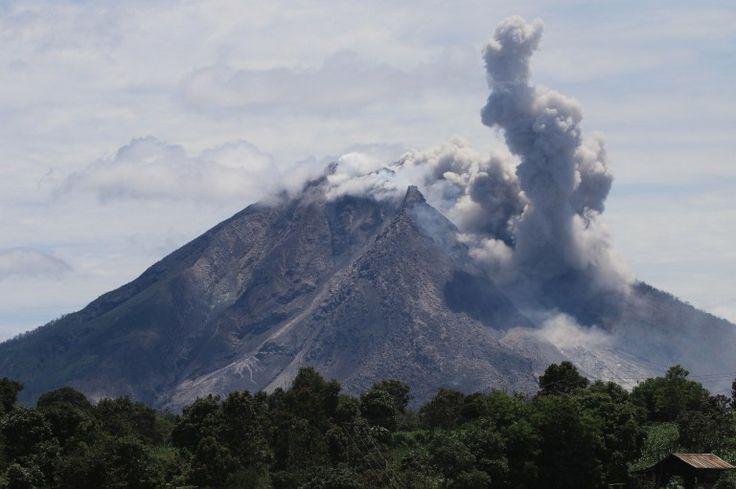 6 muertos en la erupción de un volcán en Indonesia