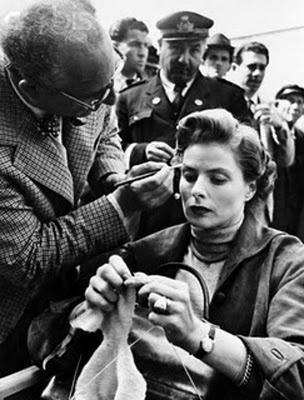 Ingrid Bergman knitting.  Classic
