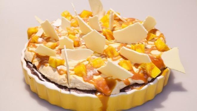 et bakje van de staafmixer. Vet de taartvorm in met wat olie en verdeel de helft van de resterende mangoblokjes over de bodem van de vorm. Meng de...